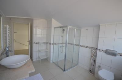 14a--bathroom-second-floor_resize