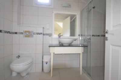 12--ensuite-bathroom
