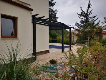 4--enclosed-gardens