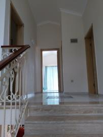 11a--upper-hallway