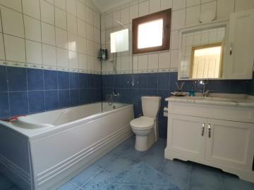 12a--ensuite-bathroom