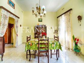 Image No.2-Maison de ville de 3 chambres à vendre à Zejtun