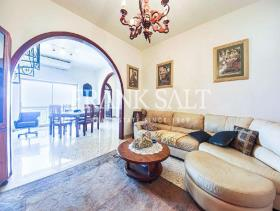 Image No.2-Penthouse de 3 chambres à vendre à Bahar ic-Caghaq