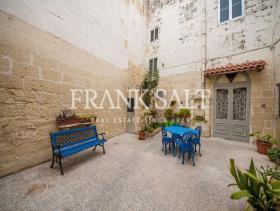Image No.0-Maison de village de 3 chambres à vendre à Birkirkara