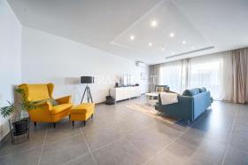 Ghargur, Apartment