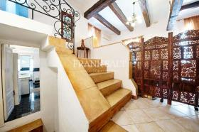 Image No.14-4 Bed Farmhouse for sale