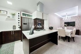 Pieta, Apartment