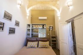 Image No.11-5 Bed Townhouse for sale