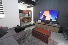 Image No.1-Maison de ville de 3 chambres à vendre à Birkirkara