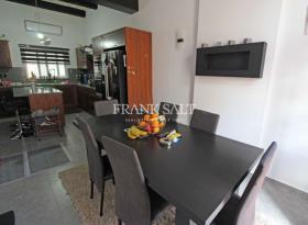 Image No.2-Maison de ville de 3 chambres à vendre à Birkirkara