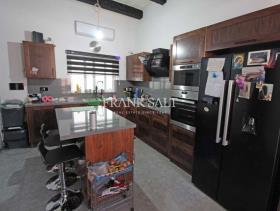 Image No.3-Maison de ville de 3 chambres à vendre à Birkirkara