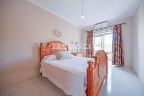 Image No.2-Appartement de 2 chambres à vendre à Ghajnsielem