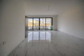 Image No.2-Appartement de 3 chambres à vendre à Ghajnsielem