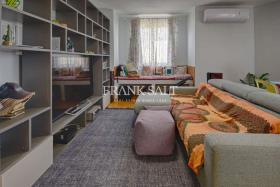 Image No.2-Appartement de 2 chambres à vendre à Marsaxlokk
