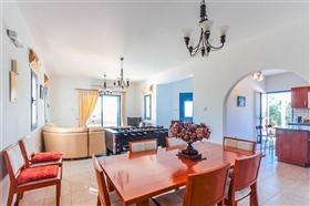 Image No.2-Villa de 4 chambres à vendre à Ayia Marina