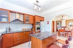 Image No.3-Villa de 4 chambres à vendre à Ayia Marina