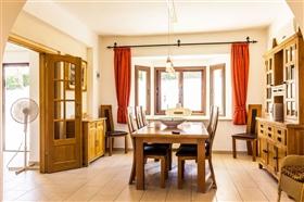 Image No.3-Villa de 5 chambres à vendre à Stroumpi