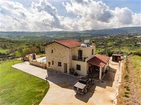 Giolou, Villa