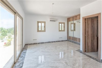 14047-detached-villa-for-sale-in-sea-cavesful