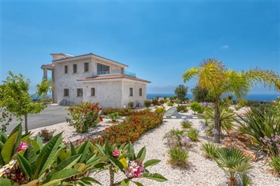 14031-detached-villa-for-sale-in-sea-cavesful