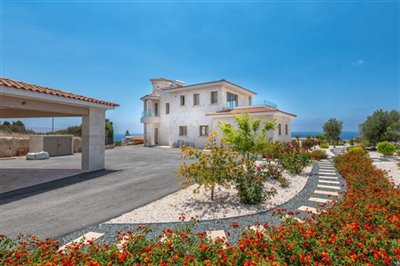 14030-detached-villa-for-sale-in-sea-cavesful