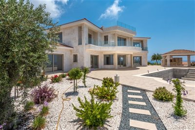 14033-detached-villa-for-sale-in-sea-cavesful