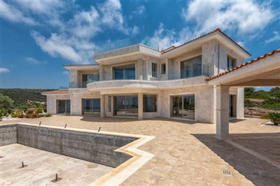 14037-detached-villa-for-sale-in-sea-cavesful
