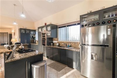 Bungalow For Sale  in  Kathikas