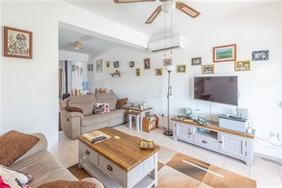 14571-town-house-for-sale-in-polisfull