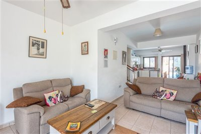 14572-town-house-for-sale-in-polisfull