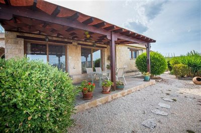 15043-detached-villa-for-sale-in-gioloufull