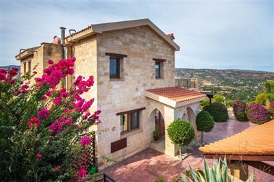 15029-detached-villa-for-sale-in-gioloufull