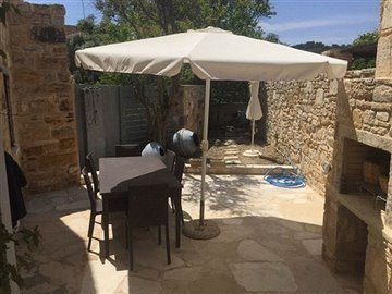10-blue-house-barbeque-area-s