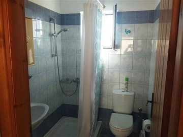 house-in-chania-crete-for-sale-bathroom