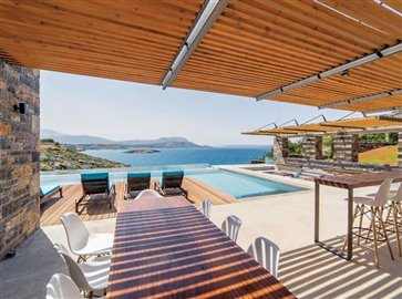23-pool-and-sea-view