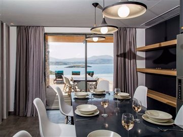 08-dining-area-with-sea-view