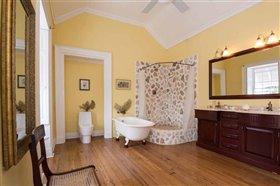 Image No.1-Propriété de 8 chambres à vendre à St John