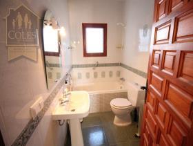 Image No.16-4 Bed Villa / Detached for sale