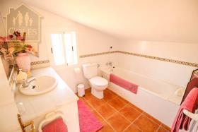 Image No.29-7 Bed Villa / Detached for sale