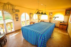 Image No.33-7 Bed Villa / Detached for sale