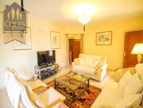 Image No.18-4 Bed Villa / Detached for sale