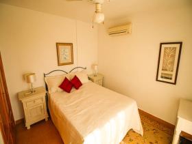 Image No.28-3 Bed Villa / Detached for sale