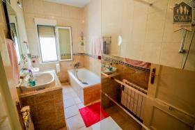 Image No.35-5 Bed Villa / Detached for sale