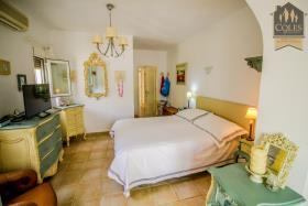 Image No.37-5 Bed Villa / Detached for sale