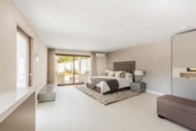 Image No.12-4 Bed Villa / Detached for sale