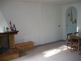 Image No.2-Propriété de 4 chambres à vendre à Palombaro