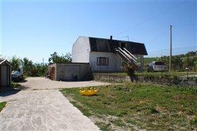 Image No.0-Villa de 4 chambres à vendre à Torricella Peligna