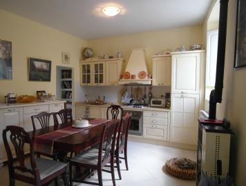 21-06-10-M172-kitchen