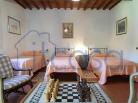 Image No.9-7 Bed Farmhouse for sale