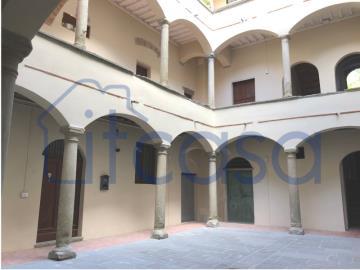 20-05-26-ext-courtyard